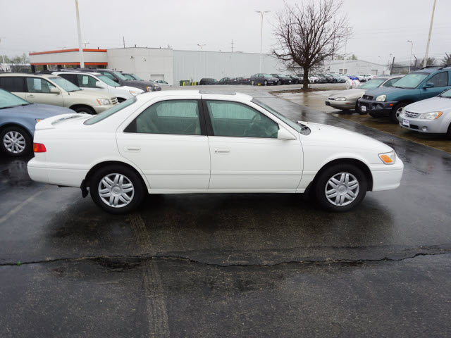 Pre-Owned 2000 Toyota Camry LE