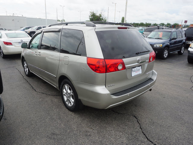 Pre-Owned 2006 Toyota Sienna XLE