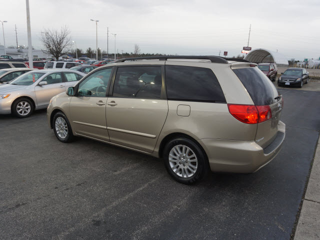 Pre-Owned 2007 Toyota Sienna XLE